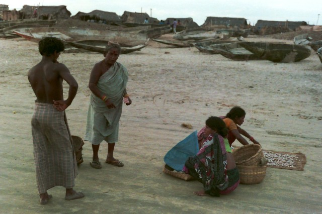 Puri Beach 4 women